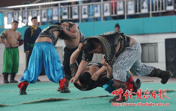摔跤手在進行力量和技巧的較量