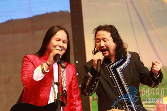 '科爾沁民歌王子'蘇亞:用靈魂在唱的草原歌者