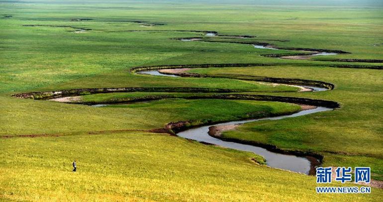 高清:盛夏草原美 晨霧籠罩下的乃林郭勒風光
