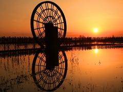 夕陽下的蘆花湖景區